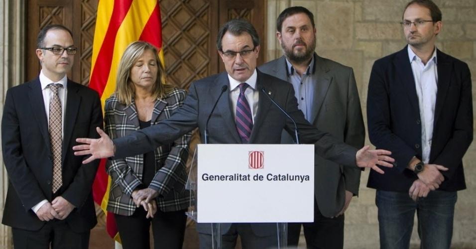 12.dez.2013 - O presidente da Catalunha, Artur Mas, anunciou nesta quinta-feira (12) a realização de um referendo sobre a independência da região em 9 de novembro de 2014. O governo da Espanha se opõe ao movimento separatista e diz que o referendo é ilegal
