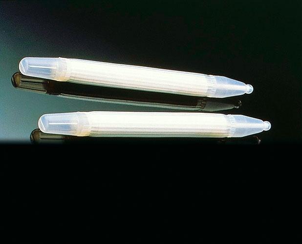 1985 - Os novos modelos de próteses penianas trazem avanços no sistema de esterilização e preenchimento, com cada cilindro tendo seu próprio sistema de inflar e desinflar. Novos dispositivos de segurança foram acrescentados
