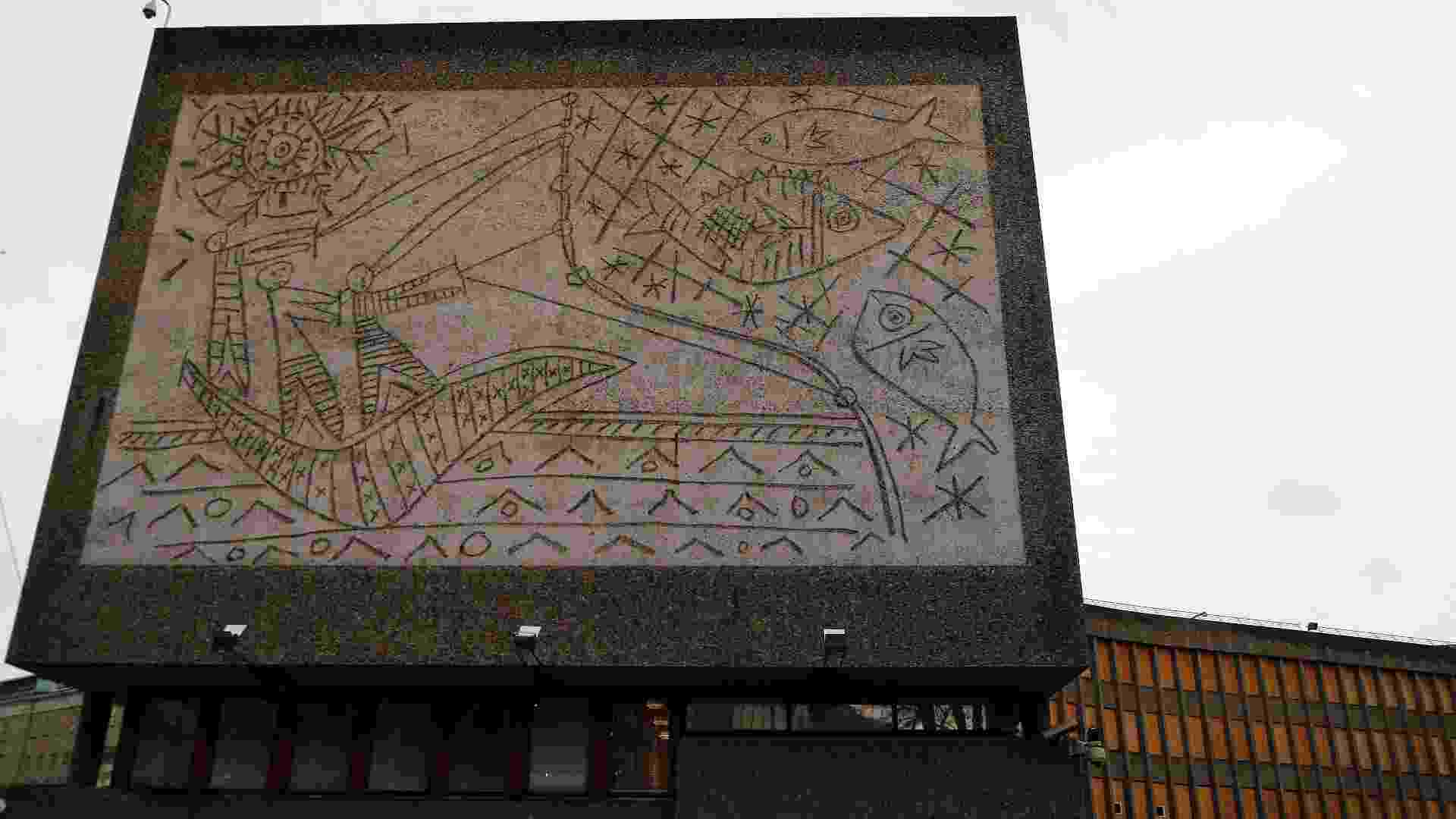 Fachada de edifício público de Oslo, na Noruega, com obra de Picasso -  Tobias Schwarz / Reuters