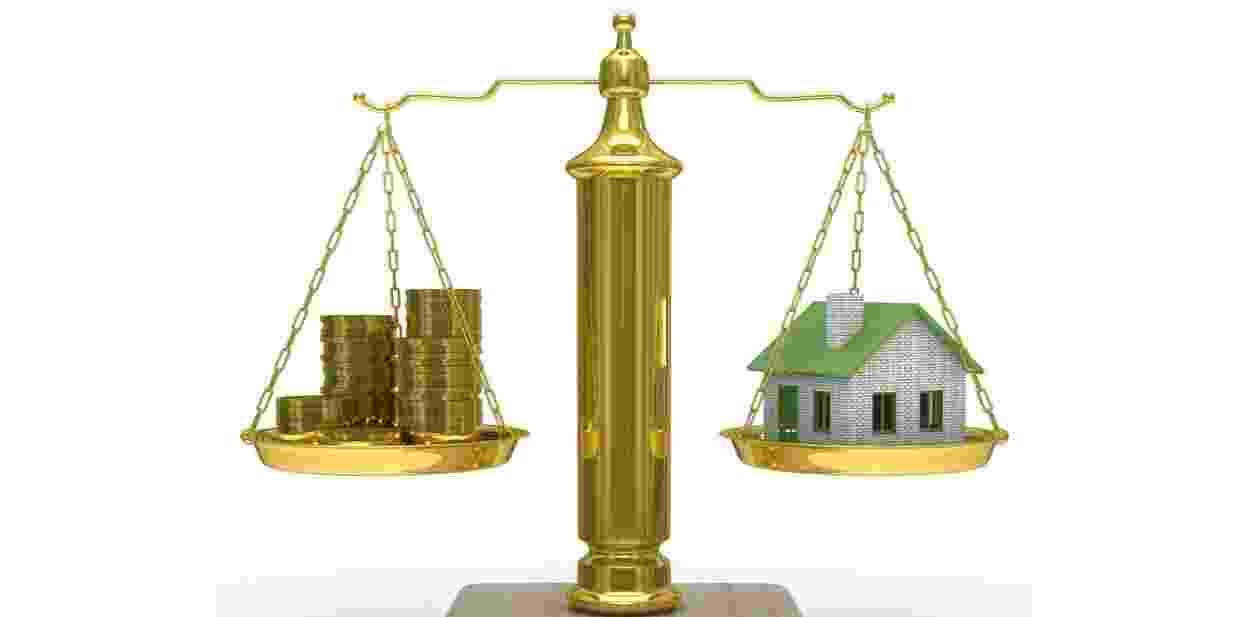 Mídia indoor, casa, imóvel, investimento, investir, economia, balança, apartamento, compra, negócio, comparação, crédito, moeda, equilíbrio, finança, previsão, ganho, fundo, pagamento, compra, venda, aluguel, habitação, financiamento - Shutterstock