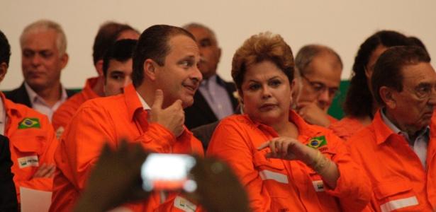 Presidente Dilma Rousseff e o governador de Pernambuco, Eduardo Campos (PSB), participaram de visita à refinaria Abreu e Lima, em Ipojuca (PE), na manhã desta terça-feira (17) - Clemilson Campos/JC Imagem/Estadão Conteúdo