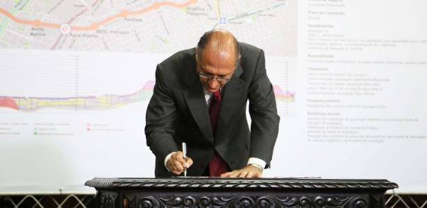 Em 2013, o governador de São Paulo, Geraldo Alckmin, assinava o contrato para a construção da linha 6-Laranja do Metrô, uma PPP (Parceria Público Privada) com o Consórcio Move Mais, que tem a Odebrecht entre os participantes