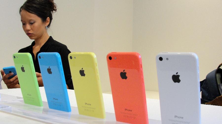 Um iPhone 5c, celular da Apple, foi tema de investigação do FBI em 2015 - Glenn Chapman/AFP