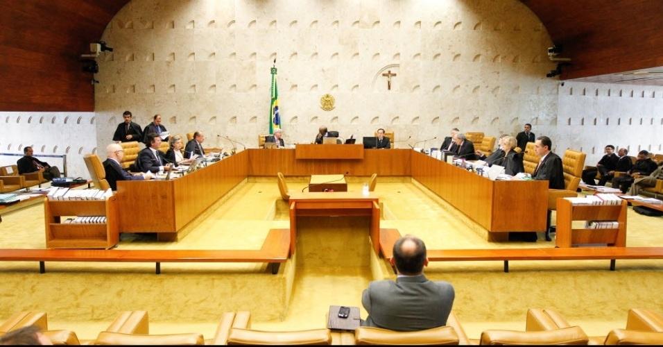 19.dez.2013 - O ministro do STF (Supremo Tribunal Federal), Joaquim Barbosa, preside última sessão do ano da Casa. Ao fazer um balanço do ano, ele disse nesta quinta-feira (19) que as prisões de parlamentares ocorridas em 2013 rompem uma