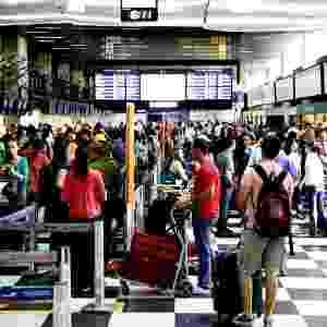 20.dez.2013 - A movimentação de passageiros é intensa no aeroporto de Congonhas, em São Paulo, na tarde desta sexta-feira (20), na véspera do final de semana que antecede o Natal - Tiago Chiaravalloti/Futura Press/Estadão Conteúdo