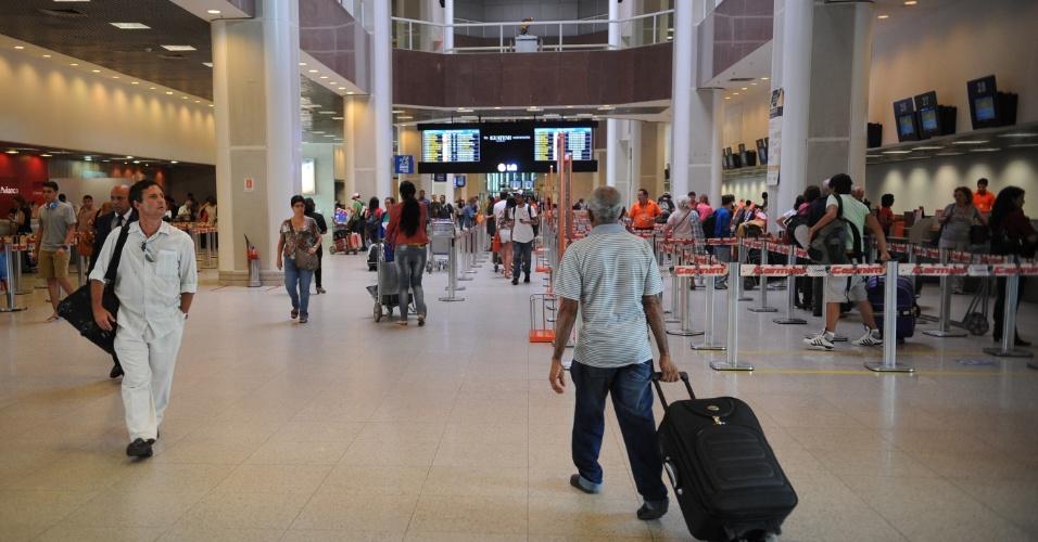 23.dez.2013 - A dois dias do Natal, movimentação de passageiros no Aeroporto Santos Dumont, no Rio de Janeiro, é tranquila