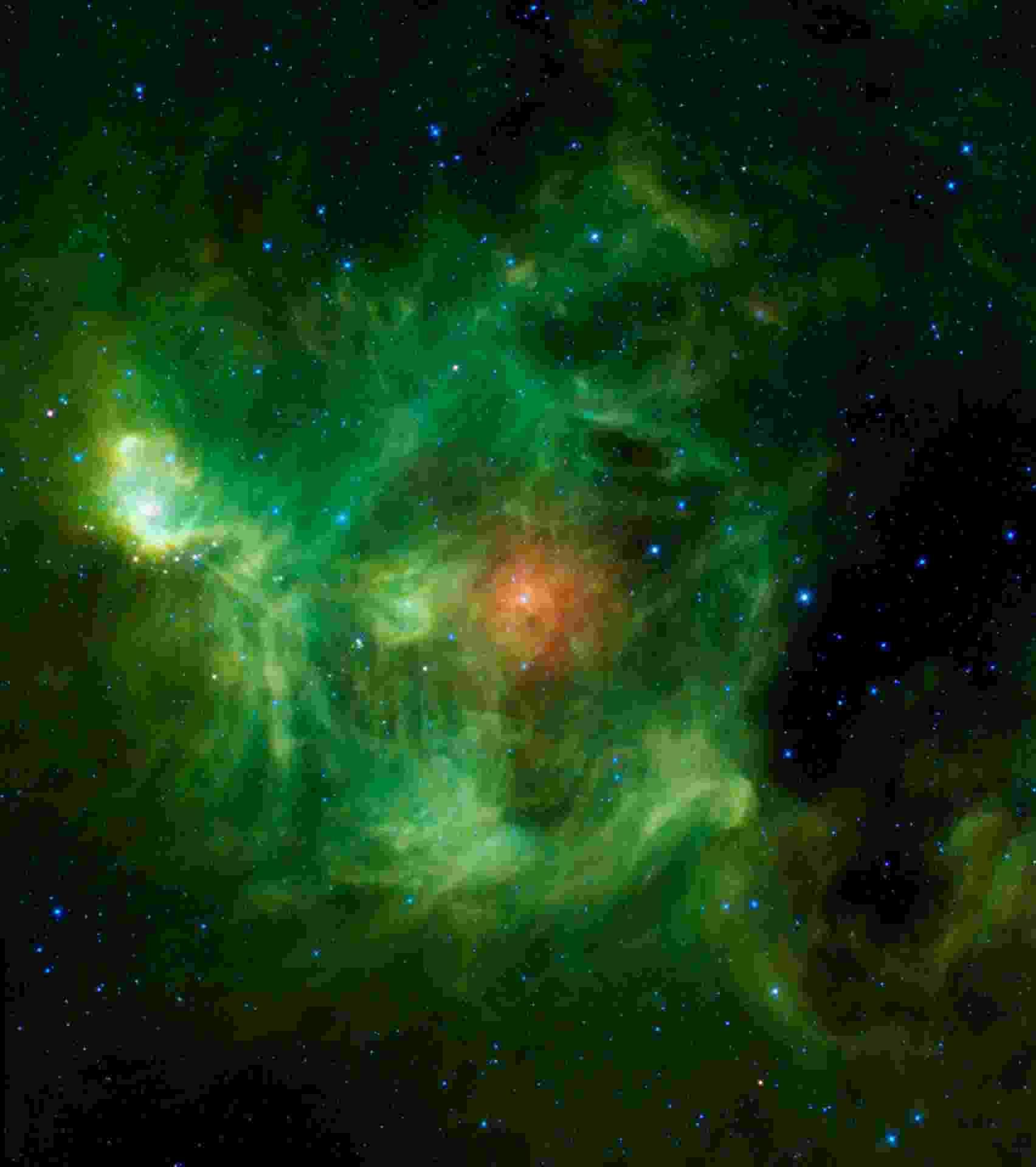 25.dez.2013 -Em homenagem ao Natal, a Nasa (Agência Espacial Norte-Americana) postou imagem da nebulosa Barnard 3, ou IRAS Ring G159.6-18.5, mas que bem podia se chamar Nebulosa Guirlanda por suas nuvens de poeira que aparecem em verde e vermelho, nesta imagem em infravermelho da missão Wise. Ela é formada por um anel verde brilhante de poeira quente com um círculo vermelho no centro, provavelmente metálico e mais frio neste berçário de estrelas - Nasa/JPL-Caltech/UCLA