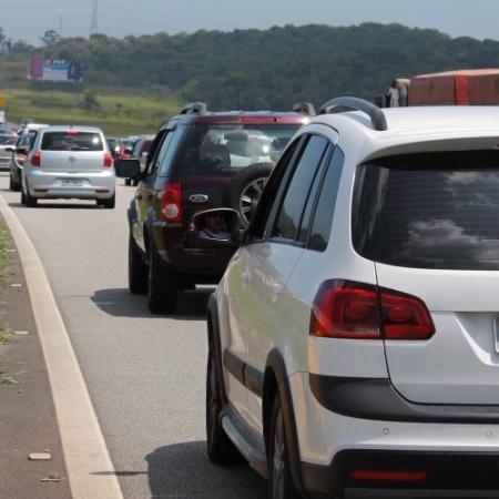 Arquivo - Trânsito intenso em rodovia que liga a capital ao litoral de São Paulo - Renato Mendes/Futura Press/Estadão Conteúdo
