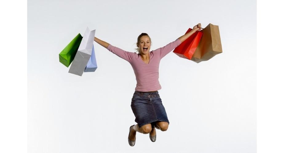 Compras; sacolas; mulher com sacolas; consumidora; liquidação