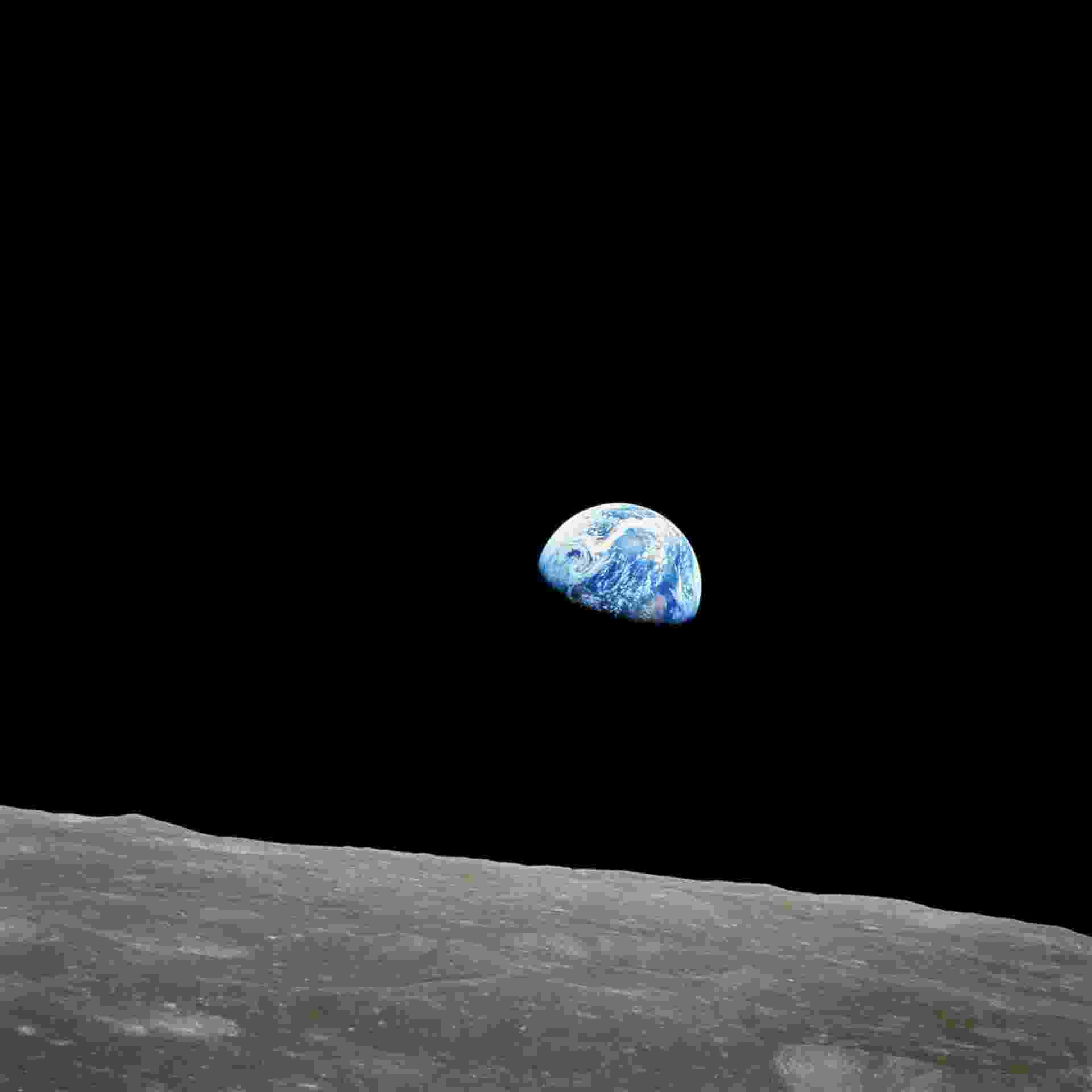 Fotografia da Terra tirada da Lua em 24 de dezembro de 1968. O apolo 8 foi a primeira missão a viajar para a Lua e voltar para a Terra. Os astronautas Frank Borman, James Lovell e William Anders estavam a bordo da nave que foi lançada em 21 de dezembro daquele ano e deu dez voltas ao redor da Lua e regressou à Terra em 27 de dezembro. Os astronautas da apolo 8 foram os primeiros homens a viajar à Lua,e os primeiros a fotografar a Terra do espaço - EFE/Nasa