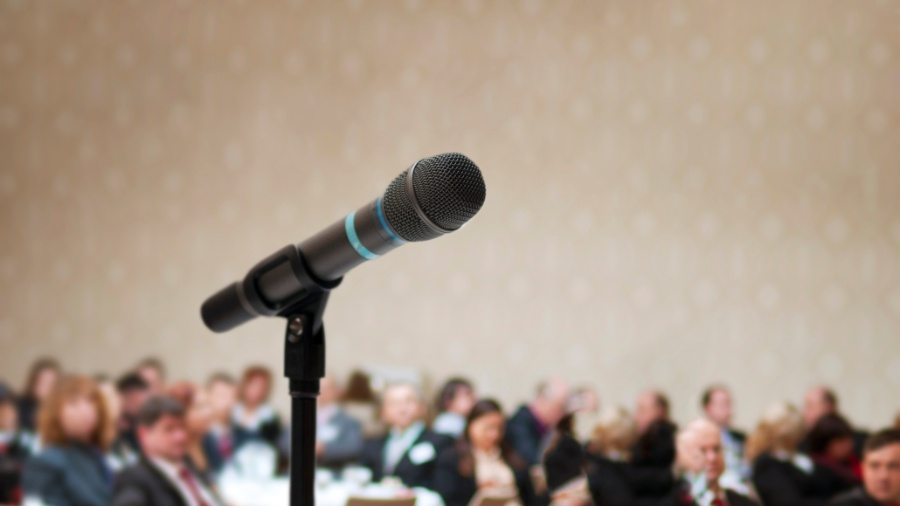 Falar em público ou fazer um discurso são situações que causam muito stress para a maior parte das pessoas - Getty Images