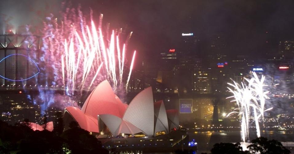 31.dez.2013 -Fogos iluminam Sidney durante as comemorações de Ano-Novo, na Austrália