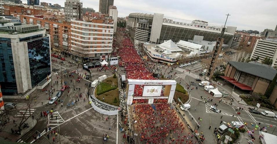 1º.dez.2014 - Quarenta mil pessoas participam da corrida de São Silvestre em Madri, Espanha. A tradicional corrida completou 50 anos nesta edição