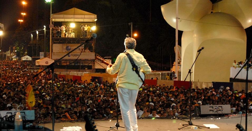1º.jan.2014 - Caetano Veloso se apresenta durante a festa de Ano Novo de Salvador