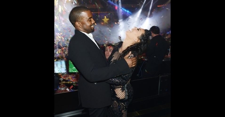 As ''vítimas'' do Photobomb dessa vez foram Kim Kardashian e Kanye West. O casal comemorava a passagem para 2014 e a nova gravidez de Kim em um clube do hotel Mirage, em Las Vegas, quando um intrometido ''estragou'' a foto deles