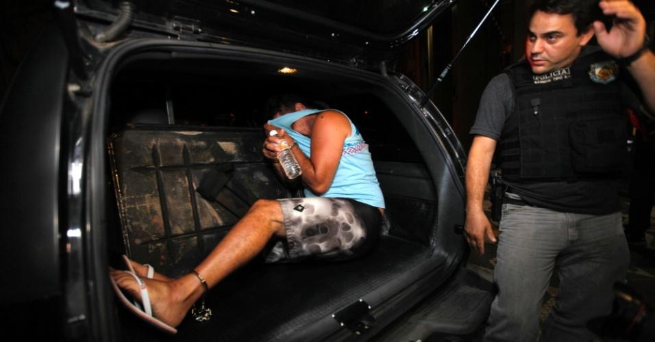 """2.jan.2014 - A Polícia Civil prendeu nesta quinta-feira (2) Rolídio Brasil Fontanela de Souza Gama, 42, também conhecido como """"Monstro"""", considerado um dos maiores assaltantes de banco de São Paulo. Gama teria participado de ao menos 56 roubos a banco, e havia 45 mandados de prisão expedidos contra ele"""