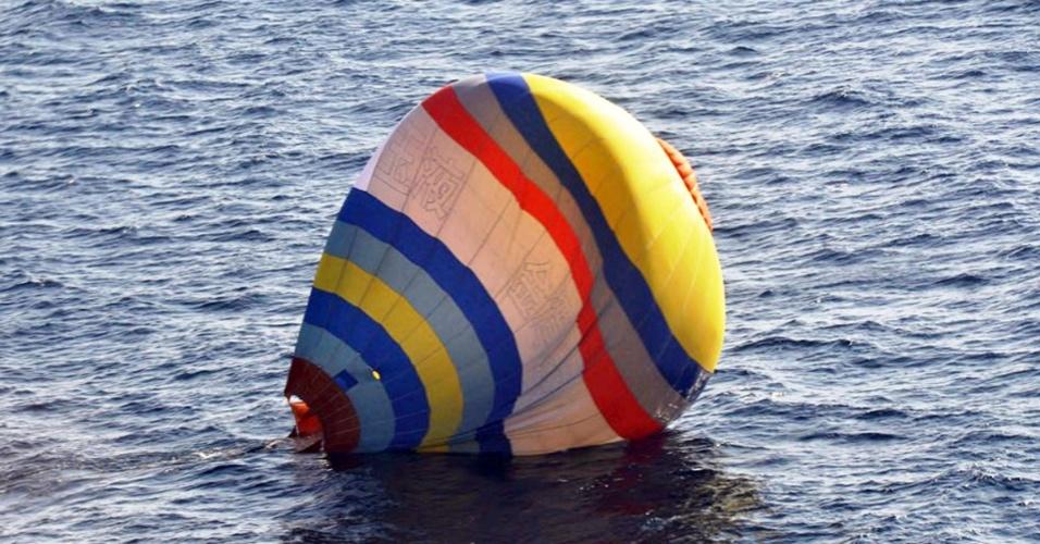 2.jan.2014 - Um cozinheiro chinês de 35 anos foi resgatado nesta quinta-feira pela Guarda Costeira japonesa ao tentar pousar com um balão em uma das ilhas de um arquipélago no mar do Leste da China, disputado por Pequim e Tóquio