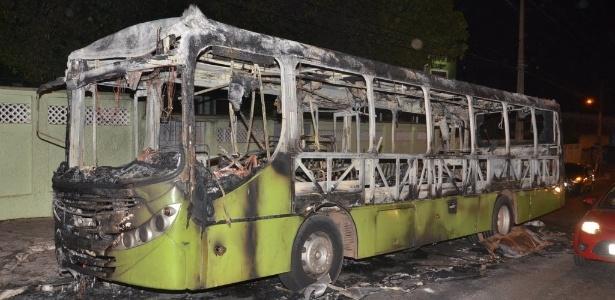 Três ônibus foram incendiados, um deles com passageiros dentro, no início do mês em São Luís - Francisco Silva/Jornal Pequeno/EFE