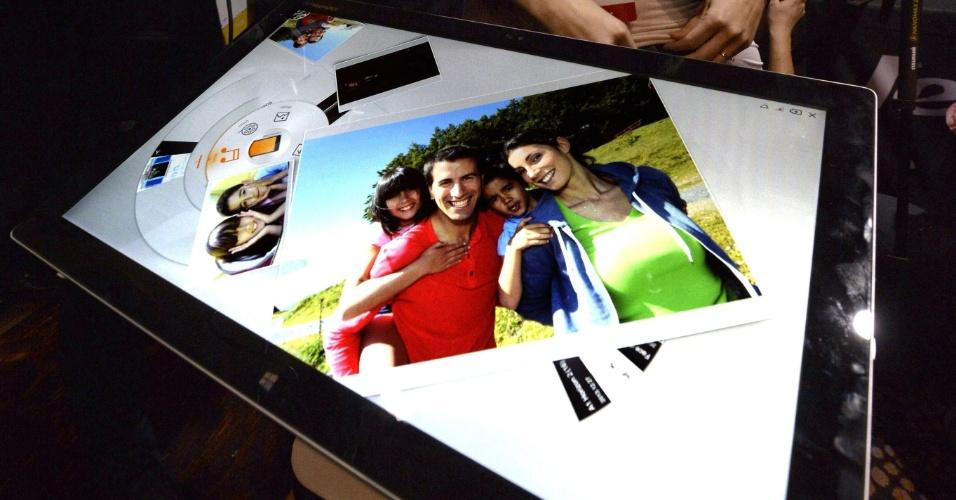 Lenovo apresenta na CES 2014 o tablet Horizon 2, com tela sensível ao toque de 27 polegadas. O aparelho pode funcionar pareado com um smartphone Android. A novidade será lançada até meados do ano por preços que vão de US$ 1.299 (cerca de R$ 3.080) a US$ 1.499 (cerca de R$ 3.560). A CES 2014 vai de 7 a 10 de janeiro, em Las Vegas, mas as novidades são apresentadas com antecedência à imprensa