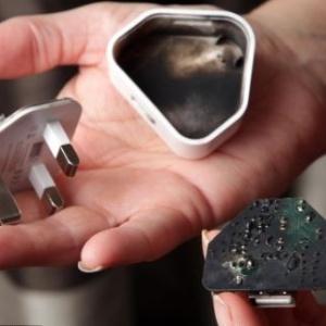 Carregador de iPhone explode e quase atinge bebê, diz usuária britânica