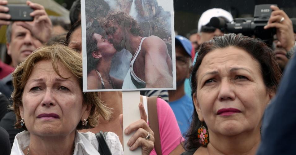 8.jan.2014 - Manifestantes protestaram nesta quarta-feira (8) contra o assassinato da atriz e Miss Venezuela 2004, Monica Spear. Ela e o marido foram mortos a tiros na frente da filha depois de reagirem a um assalto. A menina está internada em estado grave. O crime brutal gerou comoção no país e chamou a atenção para os índices de violência venezuelanos, que estão entre os mais elevados do mundo