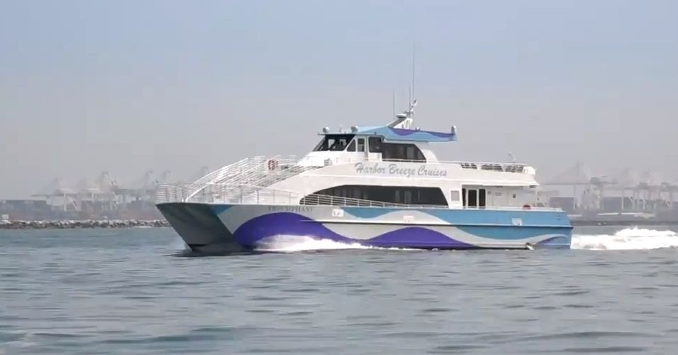 9.jan.2014 - O Google optou por uma alternativa inusitada para transportar seus funcionários em São Francisco (EUA): um barco. Depois de ouvir reclamações de que o transporte por ônibus estava prejudicando o trânsito da cidade, a empresa fretou um barco. De acordo com o site 'CBS', o transporte tem capacidade para 149 pessoas e faz quatro viagens por dia