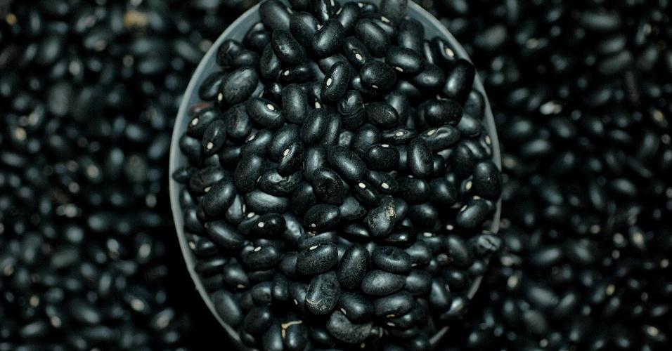 Muito consumido no Rio de Janeiro e na Rio Grande do Sul, o feijão preto é bastante apreciado em feijoadas e na cozinha mexicana. Este grão é resistente em períodos de seca e é bastante produtivo, ou seja, a colheita costuma ser farta