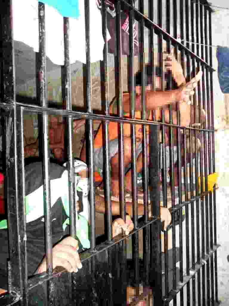 10.jan.2014 - A reportagem do UOL teve acesso às dependências do Complexo Penitenciário de Pedrinhas, em São Luís, no Maranhão. As imagens mostram superlotação da carceragem da unidade prisional. A reportagem acompanhou visita da Comissão de Direitos Humanos da Assembleia Legislativa do Maranhão - Beto Macário/UOL