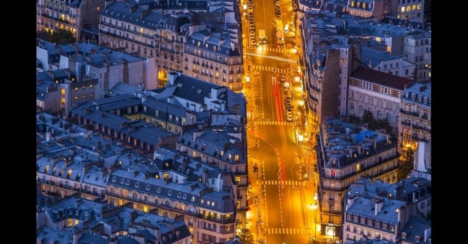 """10.jan.2014 - De acordo com Mathieu Dupuis, esta foto captura a hora """"mágica"""" nas ruas de Montparnasse, em Paris, na França"""