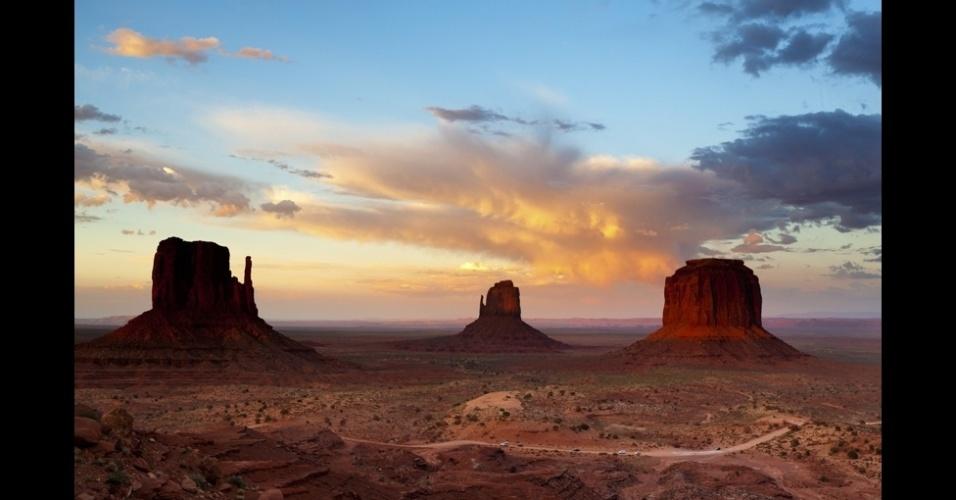 """10.jan.2014 - """"O pôr do sol dá origem a uma luz mágica que dura menos de cinco minutos"""", diz Mark Donougher, que fez esta foto no Vale dos Monumentos, no Estado americano do Utah"""