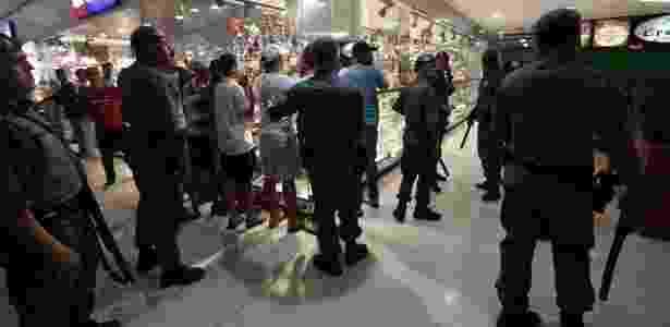 Rolezinhos em shoppings haviam diminuído após programas da Prefeitura de SP - 22.dez.2013 - Joel Silva/Folhapress
