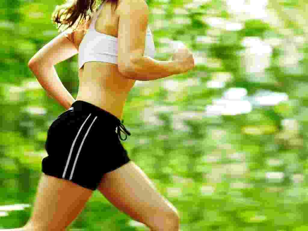 mídia indoor, ciência e saúde, exercício, corrida, caminhada, correr, caminhar, parque, verde, boa forma, bem-estar, mulher, corpo, saudável, ginástica, prática, academia - Shutterstock