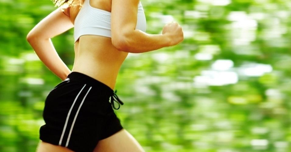 mídia indoor, ciência e saúde, exercício, corrida, caminhada, correr, caminhar, parque, verde, boa forma, bem-estar, mulher, corpo, saudável, ginástica, prática, academia