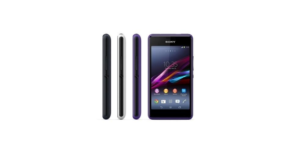 13.jan.2014 - Outro lançamento da Sony foi o Xperia E1, smartphone com tela de 4 polegadas e resolução 800 x 480 pixels. O aparelho traz processador dual-core de 1,2 GHz, 512 MB de memória RAM e câmera de 3 megapixels. O destaque são os recursos de áudio: alto-falante de 100 Db aliado à tecnologia ClearAudio (sons com nuances mais claras). Com configuração mediana, o aparelho deve atender a um público intermediário. O E1 terá uma versão dual-chip. Ainda não foi divulgado o preço
