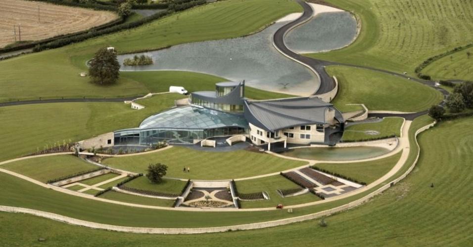 14.jan.2014 - Esta mansão de oito quartos construída em Cotswolds, na Inglaterra, aparece na série televisiva