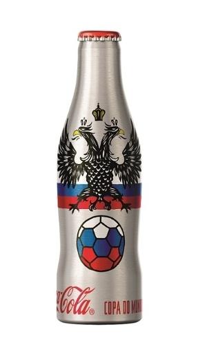 Garrafinha de alumínio com o imagem associada à Rússia, país que vai sediar a Copa do Mundo de 2018