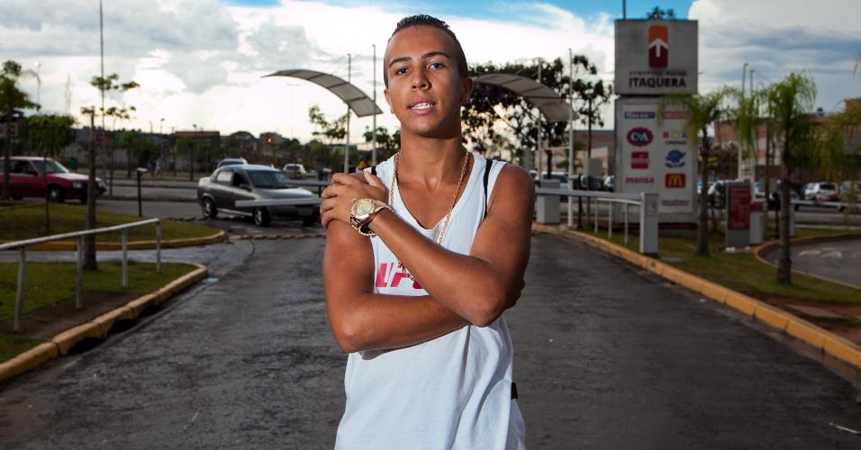 """11.jan.2014 - Lucas Lima, 17, organizador do """"rolezinho"""" que aconteceu no último sábado (11) no Shopping Metrô Itaquera, que acabou em confusão com a PM"""