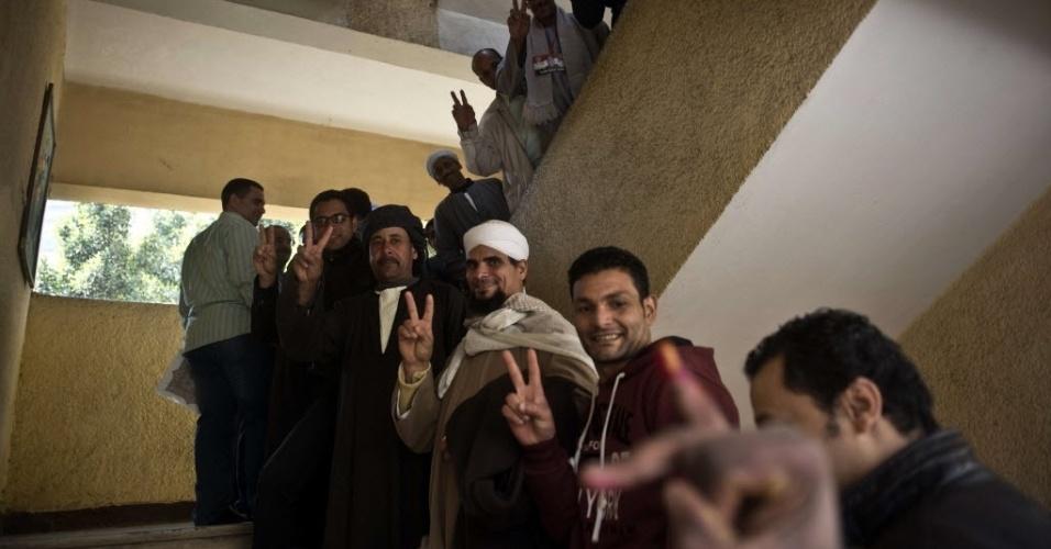 15.jan.2014 - Egípcios fazem fila em um posto durante o segundo dia de votação sobre uma nova Constituição para o país