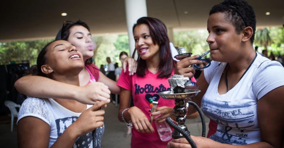 """18.jan.2014 - Jovens promovem o """"rolezinho"""" no parque Ibirapuera, na zona sul de São Paulo, neste sábado"""