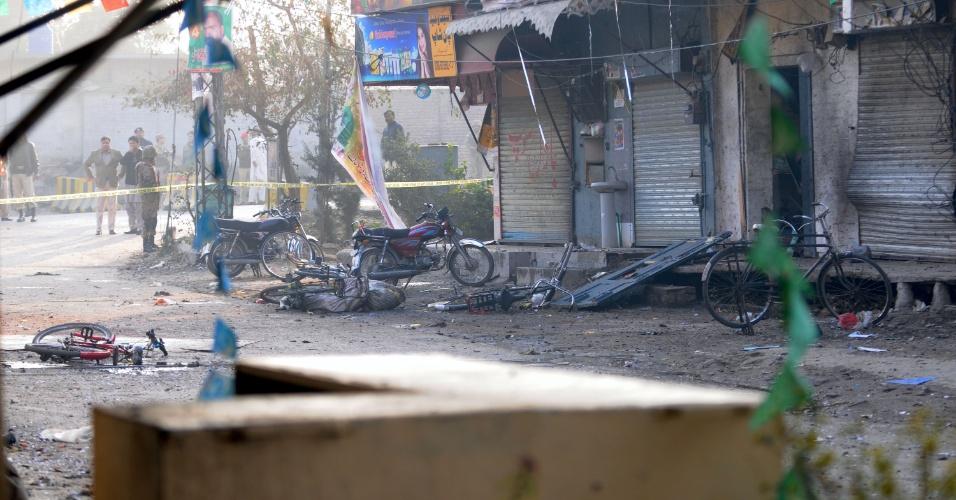 20.jan.2014 - Atentado a bomba em Rawalpindi (Paquistão) causa a morte de sete pessoas e deixa outras 10 feridas, incluindo três crianças. A explosão atingiu uma guarnição da cidade, no norte do país, na manhã desta segunda-feira (20)