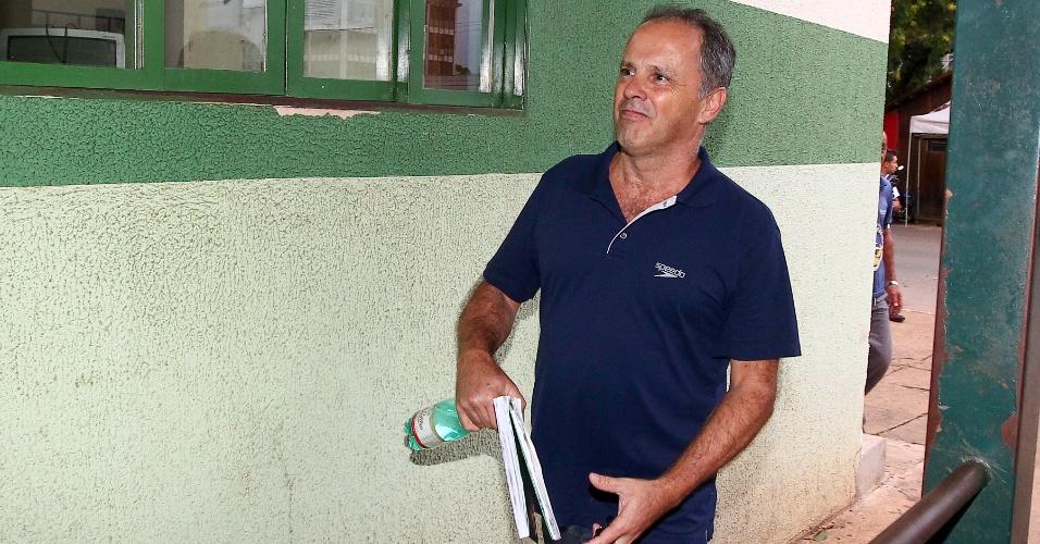 20.jan.2014 - Ex-tesoureiro do antigo PL (atual PR) Jacinto Lamas, condenado no processo do mensalão, chega no CPP (Centro de Progressão de Pena) após trabalhar na empresa Mísula Engenharia, em Brasília. Ele foi cumpre pena em regime semiaberto