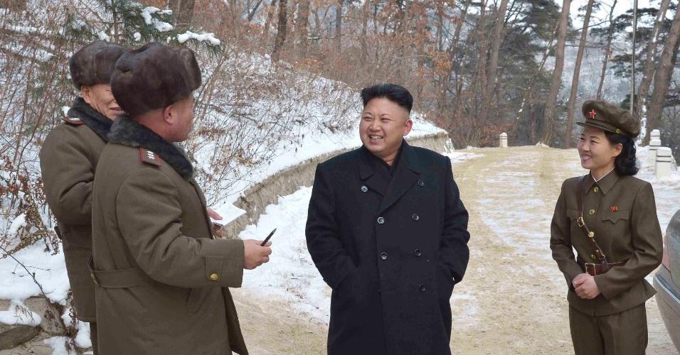 23.01.2014 - O líder norte-coreano Kim Jong-un visita o Monte Madu, local de uma batalha histórica durante a revolução no país