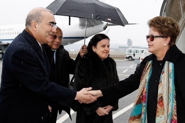 23.jan.2014 - A presidente Dilma Rouseff chega a Zurique, na Suíça, onde se reúne, nesta quinta-feira (23), com o presidente da Fifa, Joseph Blatter