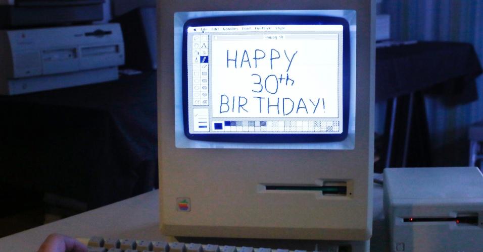 Museu Vintage Mac (Malden, Massachusetts, EUA) tem a primeira versão do Macintosh. Computador ainda funciona, 30 anos após seu lançamento