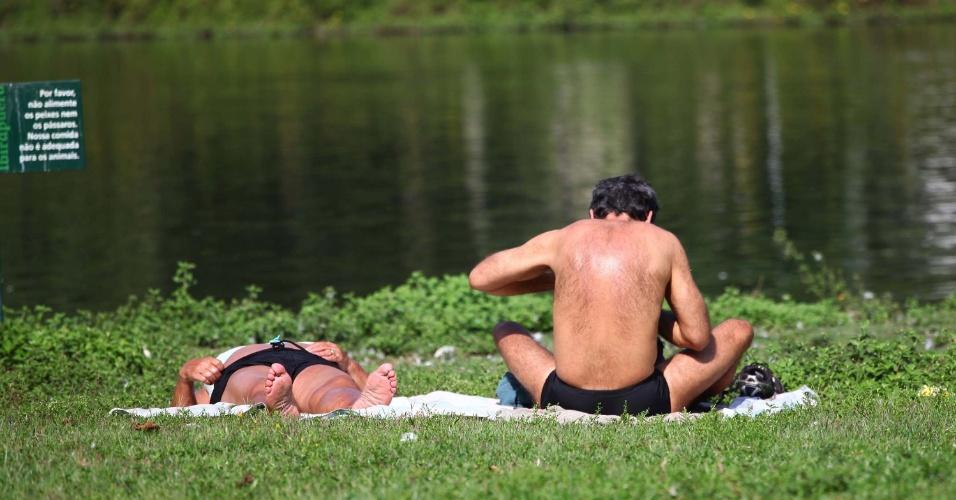 26.jan.2014 - Movimentação no parque Ibirapuera, zona sul de São Paulo, na manhã deste domingo (26). A temperatura é de 34ºC