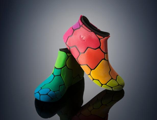 A Stratasys lançou uma impressora 3D capaz de imprimir objetos em materiais flexíveis e coloridos. A Objet500 Connex3 3D combina plástico e borracha para criar níveis diferentes de rigidez, transparência e opacidade. À ''BBC'', a Stratasys afirmou que a nova impressora pode reduzir em até 50% o tempo de produção de um protótipo industrial até a chegada do produto ao mercado. A Objet500 Connex3 3D custa US$ 330 mil (R$ 798 mil); o material de impressão estará disponível apenas no segundo trimestre do ano