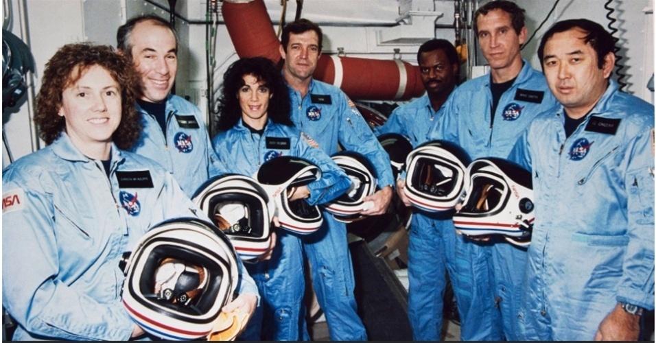 28.jan.2014- Acima, imagem dos sete astronautas a bordo do Challenger (da esquerda para direita): Sharon Christa McAuliffe, Gregory Jarvis, Judith A. Resnik, Francis R. 'Dick' Scobee (chefe da missão), Ronald E. McNair, Mike J. Smith (piloto) e Ellison S. Onizuka