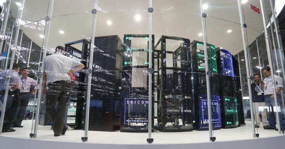Área onde ficam os servidores da Campus Party 2014; equipamentos ficam no centro de arena onde os participantes usam internet de 40 Gbps (gigabits por segundo)