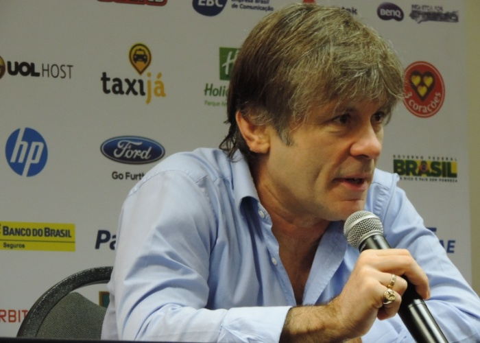 Bruce Dickinson, vocalista da banda Iron Maiden, falou sobre seus investimentos em empresas de aviação na Campus Party 2014, em São Paulo