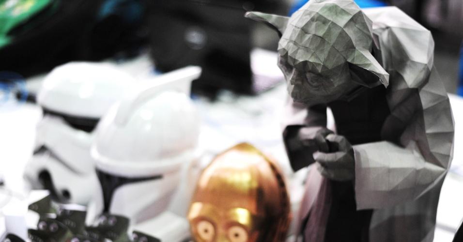 Para algumas pessoas, fazer uma simples dobradura já é um problema, mas aparentemente isso não acontece com João Paulo Coelho, 33. O metalúrgico e participante da Campus Party 2014 é responsável pelas obras acima, feitas totalmente de papel. Yoda, personagem de 'Star Wars', virou presente para a irmã de Coelho